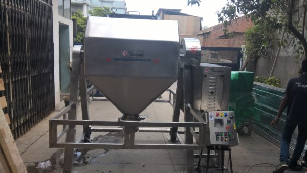 Octagonal Blender with Cylindrical Container up to 100 Ltrs. To 500 Ltrs. Per Hour Output