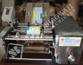Bottle Wet Glue Labelling Machine Model No. SBL - 40 GMP Model